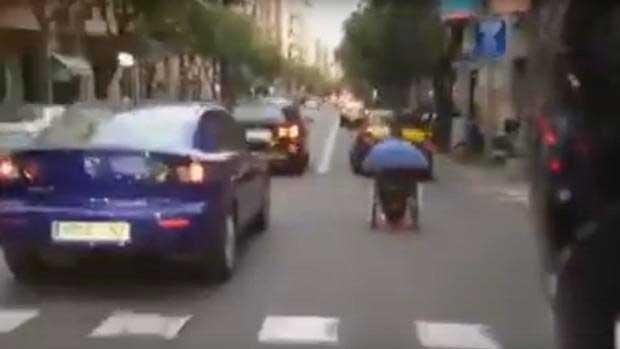 /index.php/curiosidades-en-la-red/31211/cazado-en-silla-de-ruedas-adelantando-a-los-coches-en