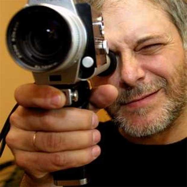 El cineasta gallego Mario Iglesias lleva a escena el desamparo de los enfermos de cáncer