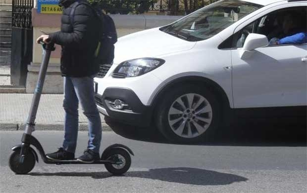 Interceptan al conductor de un patinete modificado para alcanzar los 100 km/h