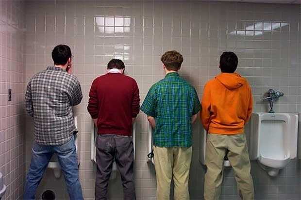 /index.php/curiosidades-en-la-red/31867/dos-jovenes-valencianos-crean-el-urinario-que-lava-y-seca-el-pene-despues-de-usarlo
