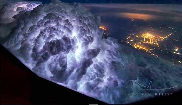 /index.php/curiosidades-en-la-red/32714/asombrosas-fotografias-captadas-por-un-piloto-de-un-boeing-747
